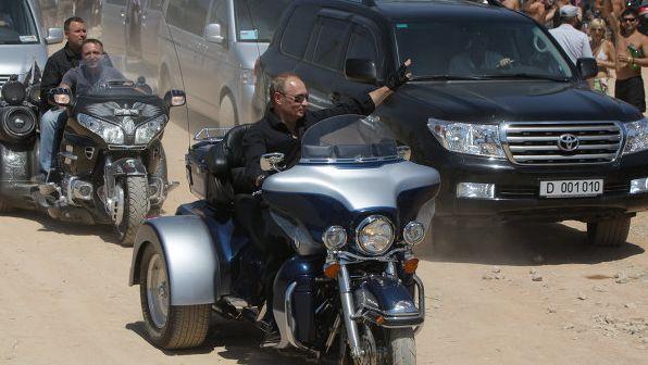 Russian-President-Vladimir-Putin-driving-a-Harley-Davidson-at-a-bike-show