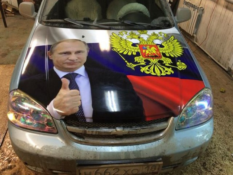 Vladimir-Putin-fans-paint-his-picture-on-their-cars-1