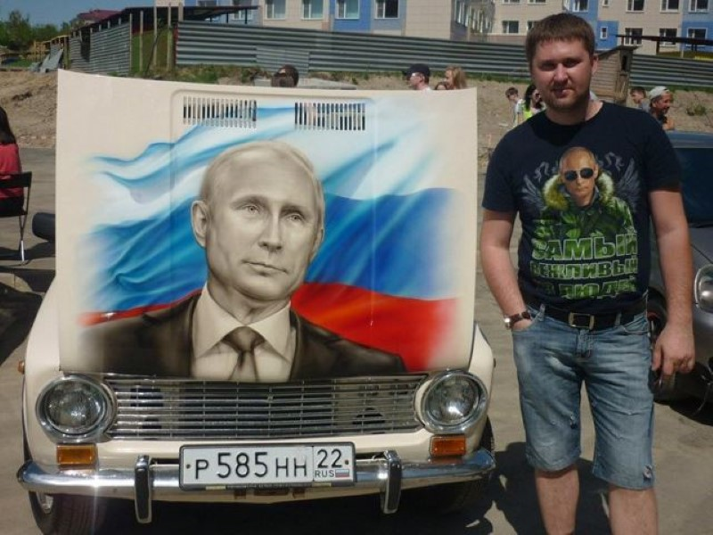 Vladimir-Putin-fans-paint-his-picture-on-their-cars-12