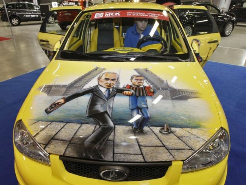 Vladimir-Putin-fans-paint-his-picture-on-their-cars-5