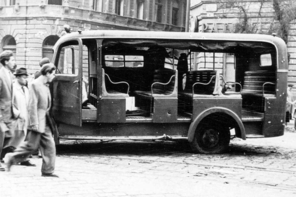 Amikor gyorsan kellett sok rendőr, akkor jött jól a Csepel D-350 rendőrségi riadókocsi.