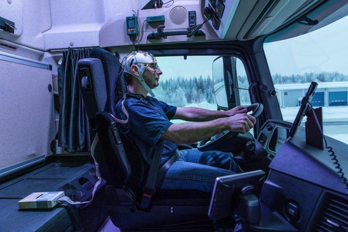 daimler-trucks-artificial-sunlight-3