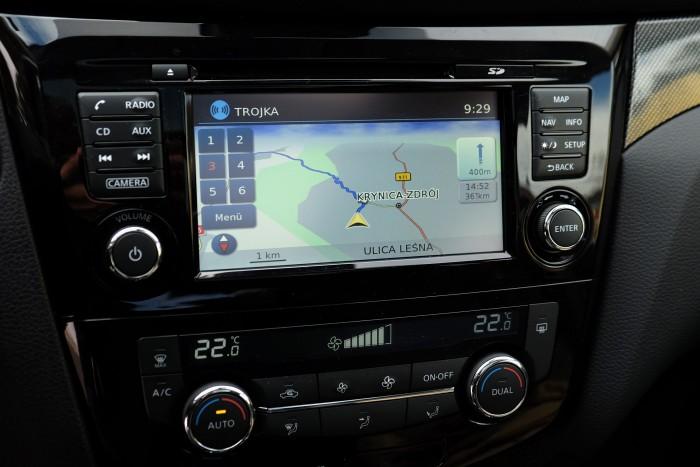 Ha nincs gyári GPS az autóban, telefonnal, ingyenes programmal is kiválóan lehet navigálni