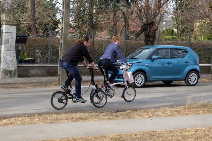 Az autót eltámasztva kényelmes bringás túrát lehet tolni a környéken. Akár csiniben is.