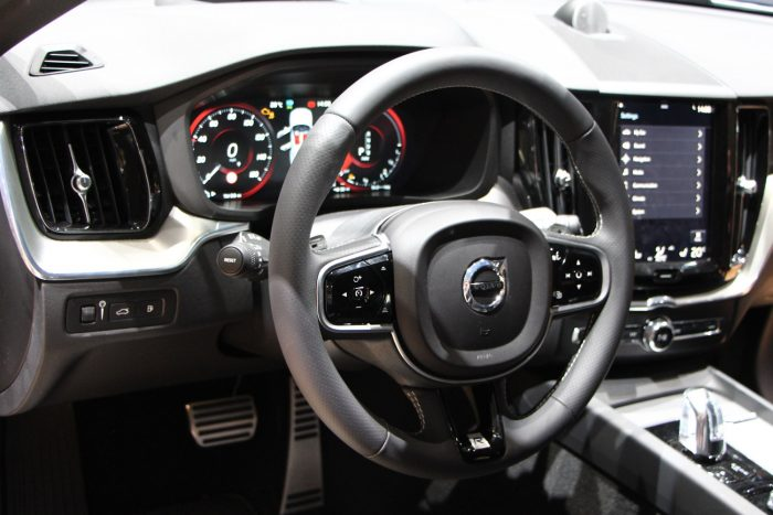 A belső tér eladja az autót. Kényelmesek az ülések, szépek az anyagok, jó a hangulat