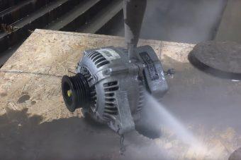 Akarod látni, hogyan vágja szét a vízsugár a generátort 4000 baros nyomással?