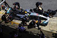 Hamilton: Lenyűgöző munkát végzett a Mercedes