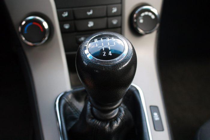 NIncsenek kopások a kézi váltó gombján. Az 1,7-es dízelek, a 163 lóerős dízel és az 1,4 T kézi váltója hatfokozatú, a többié ötgangos. HAtfokozatú automatával is elérhető volt több motor