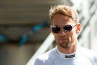 F1: Button örökös eltiltást kért magának