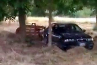 Meglepő látvány a földeken dolgozó BMW