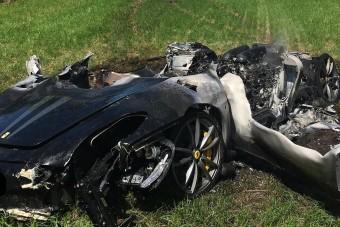 Egy óra alatt égett porrá a ritka Ferrari