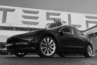 Mozgásban az első kis-Tesla
