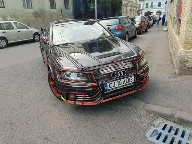 Nehéz döntés: kívül vagy belül rondább ez a Romániában fotózott Audi?