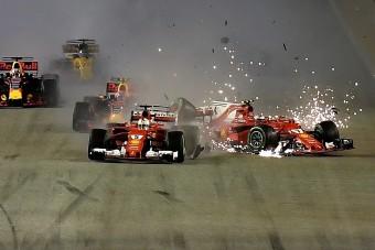 F1: Hatalmas rajtbalesetbe keveredtek az élmenők - videó