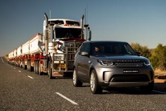 110 tonnát vontatott egy Land Rover