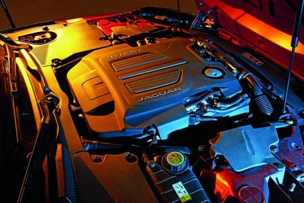 Az ötliteres, 550 lovas V8-asnak nincs szüksége kettős turbóra, a britek inkább a kompresszorra esküsznek