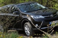 Borzasztó keveset fogyaszt ez a Toyota!