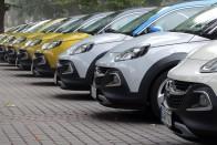 Kis Opel terepgúnyában