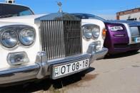 Az öreg magyar Rolls üdvözli az ifjakat